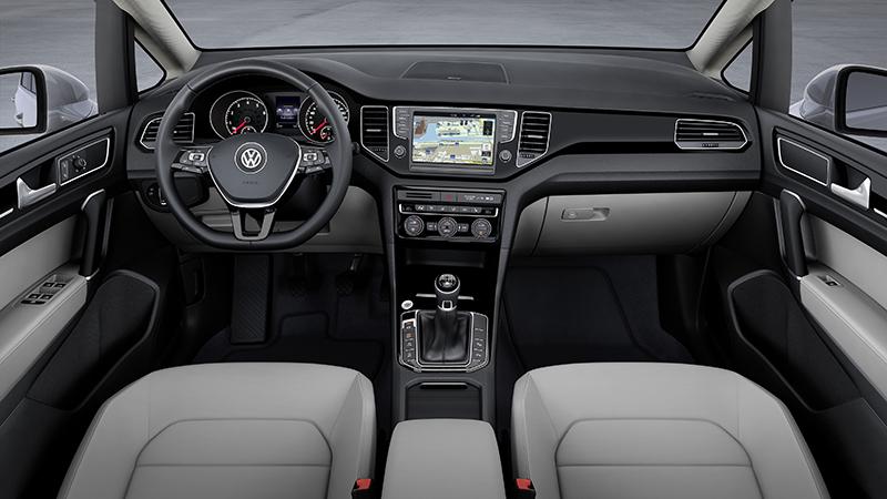 VW Sportsvan innen internet