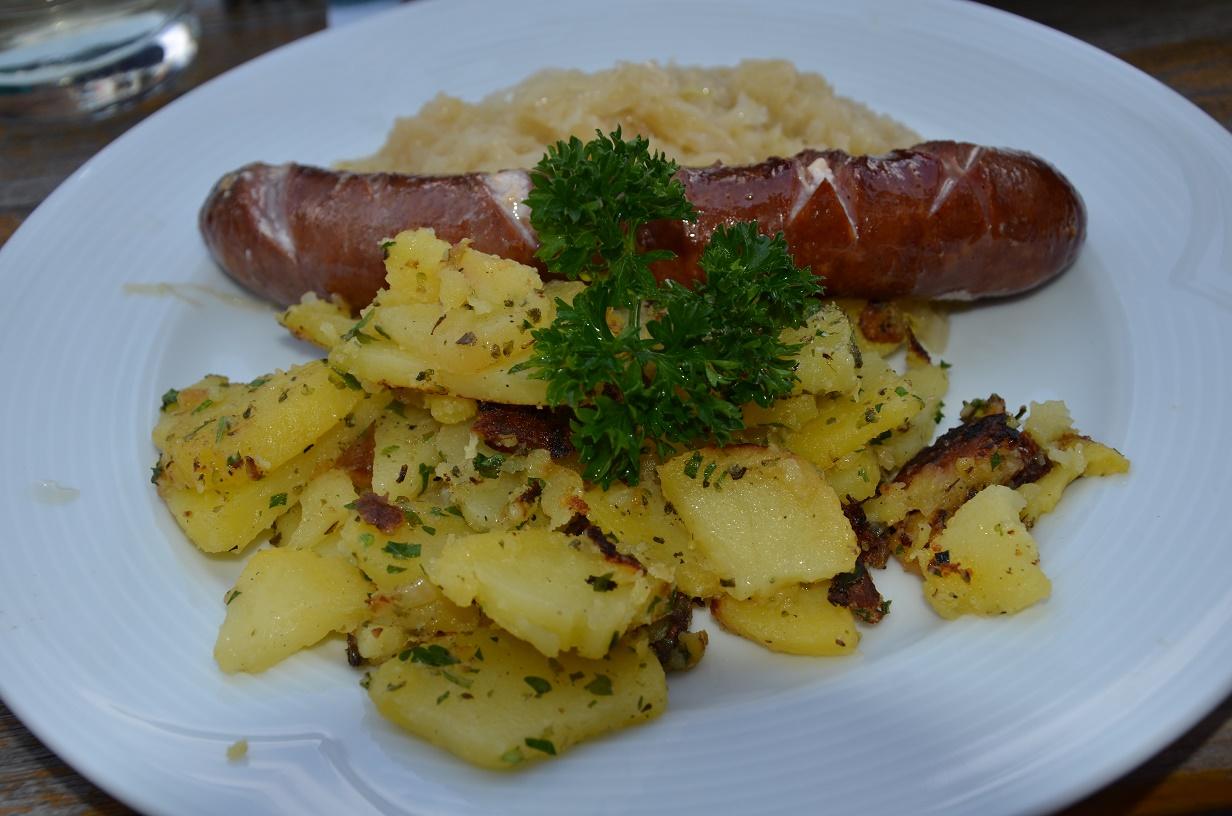 X31 Hauswurst mit Sauerkraut und Roestkartoffeln Juergen Ulbrich