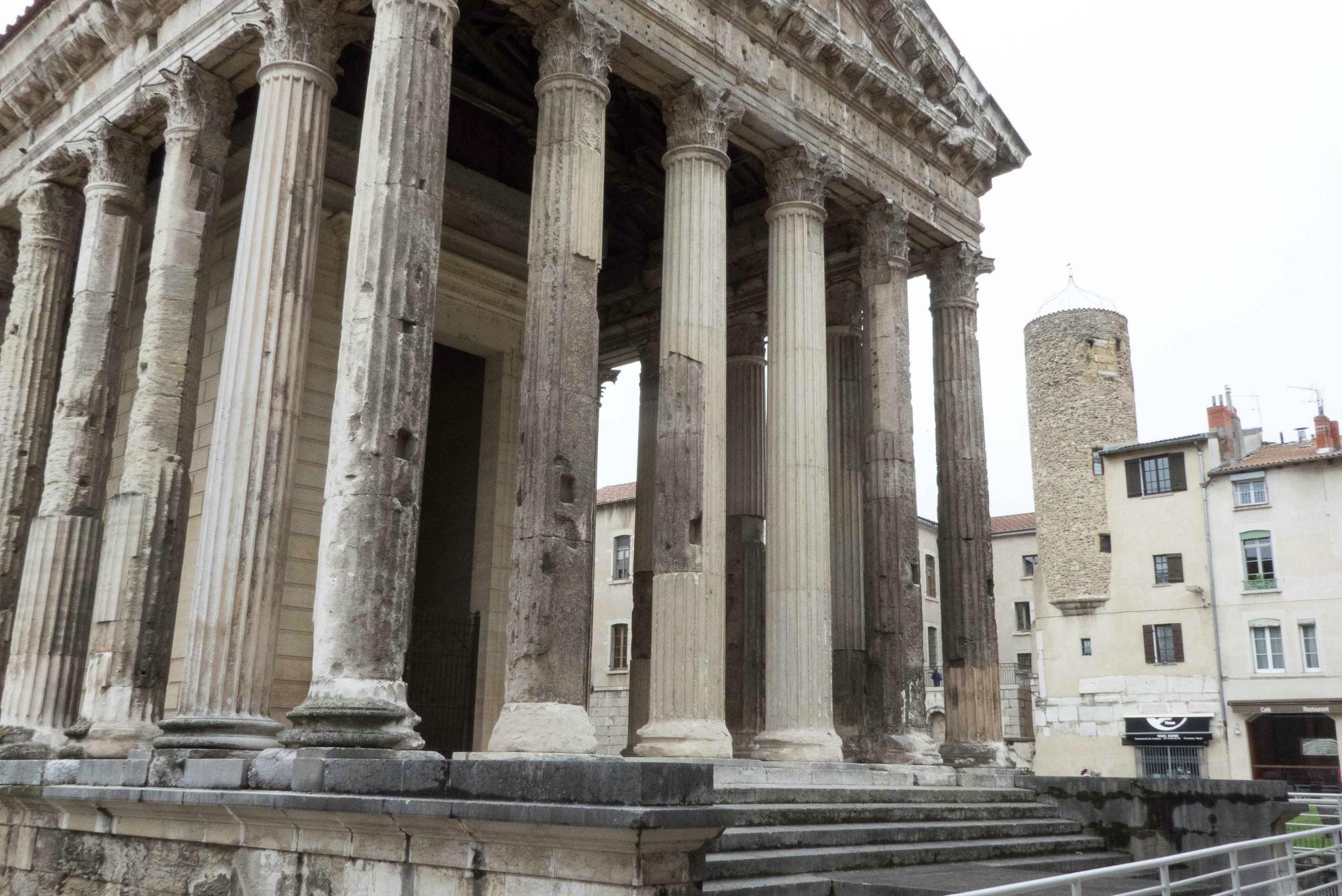 3 Spuren der Roemer. Der restaurierte Tempel von Vienne. 148565