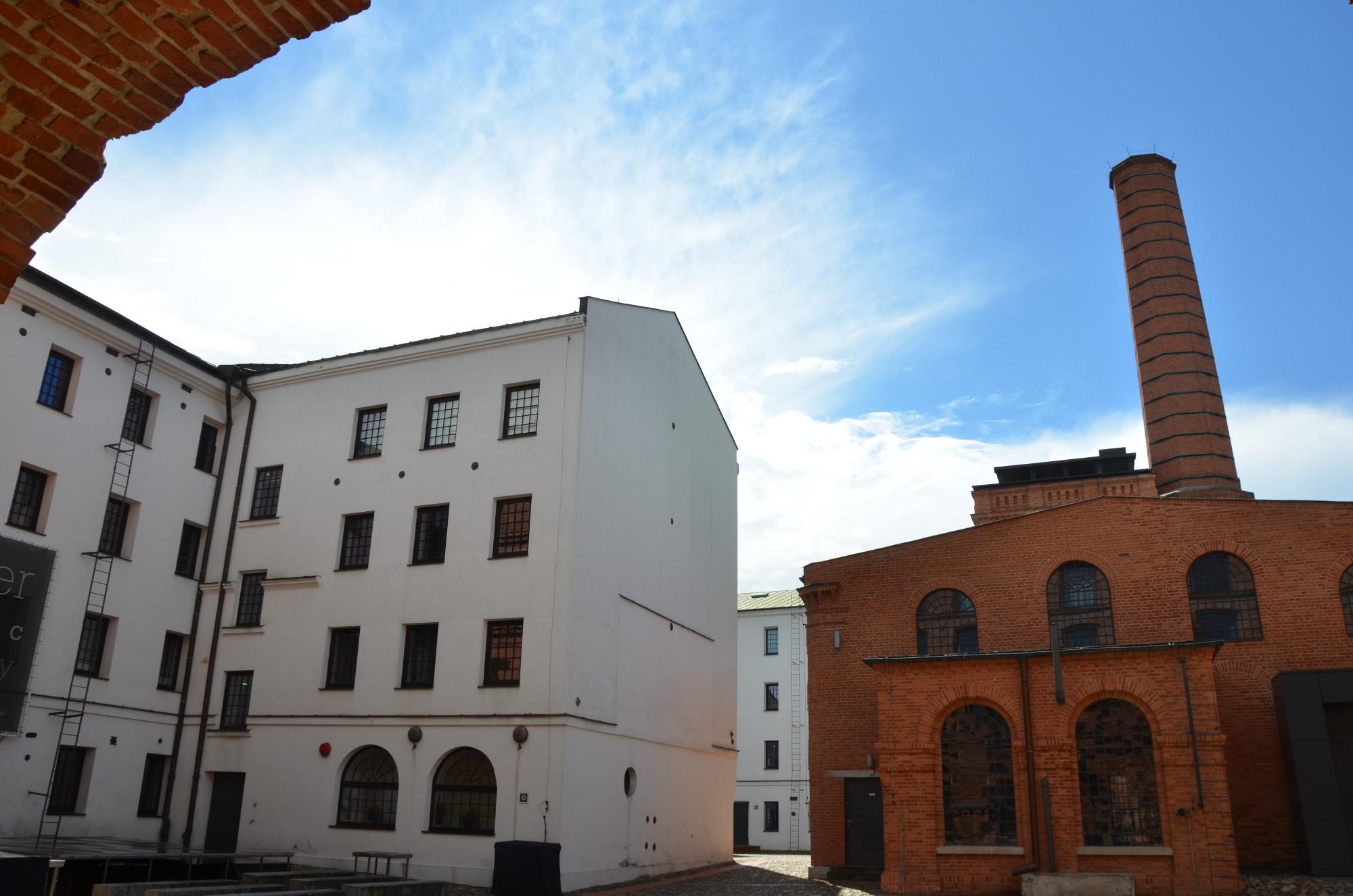 Der aus Berlin stammende Textilfabrikant Ludwik Geyer baute von 1835 bis 1839 die Weiße Fabrik mit der ersten mechanischen Baumwollspinnerei und –weberei von Lodz, die zudem von der ersten Dampfmaschine der Stadt angetrieben wurde. (Foto: © Jürgen Ulbrich)