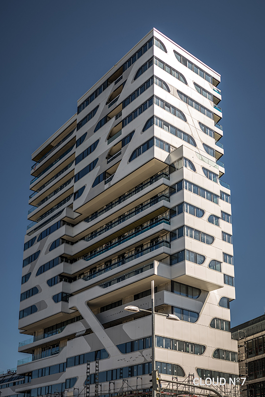 Die Cloud No7 ist das höchste Wohnhaus in Stuttgart. Die moderne und schlanke Fassade wurde möglich mit CALOSTAT®. Foto: © Cloud No7 GmbH